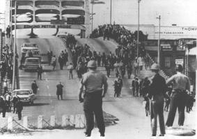 Bloody_Sunday-officers_await_demonstrators